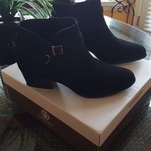 Giani Bernini Memory Foam Suede Boots, size 9.